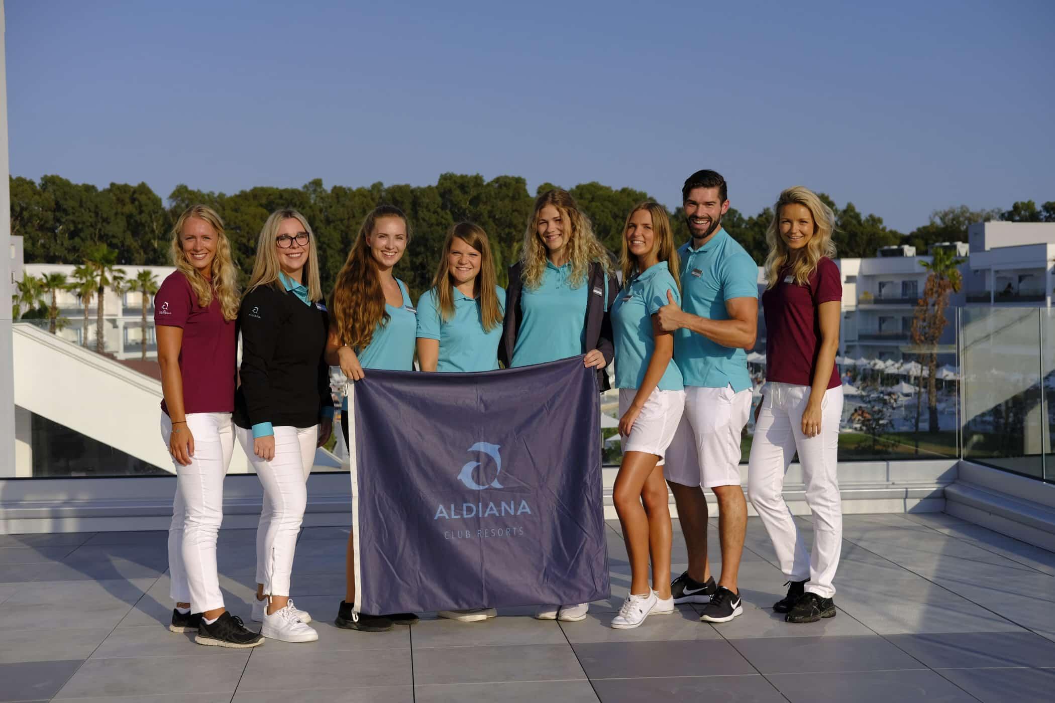 Aldiana-Mitarbeiterbekleidung-Teamwear-Corporate-Fashion-Hotel-Shirt-Poloshirt-Hose-Jacke-Stick-Branding
