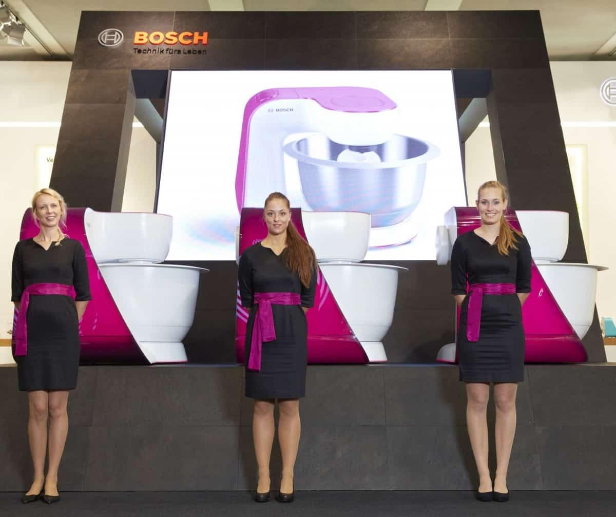 Bosch-Mitarbeiterbekleidung-Messebekleidung-Promotionbekleidung-Teamwear-Kleid-Pantone-Sonderproduktion-Eigenproduktion-Corporate-Fashion