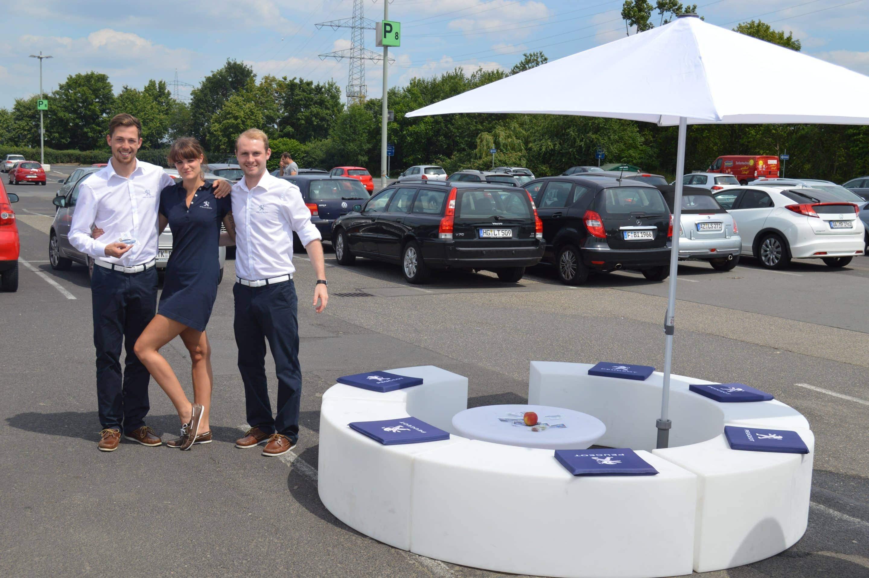 Peugeot-Mitarbeiterbekleidung-Promotionbekleidung-Eventbekleidung-Polokleid-Chino-Hose-Hemd-Messe